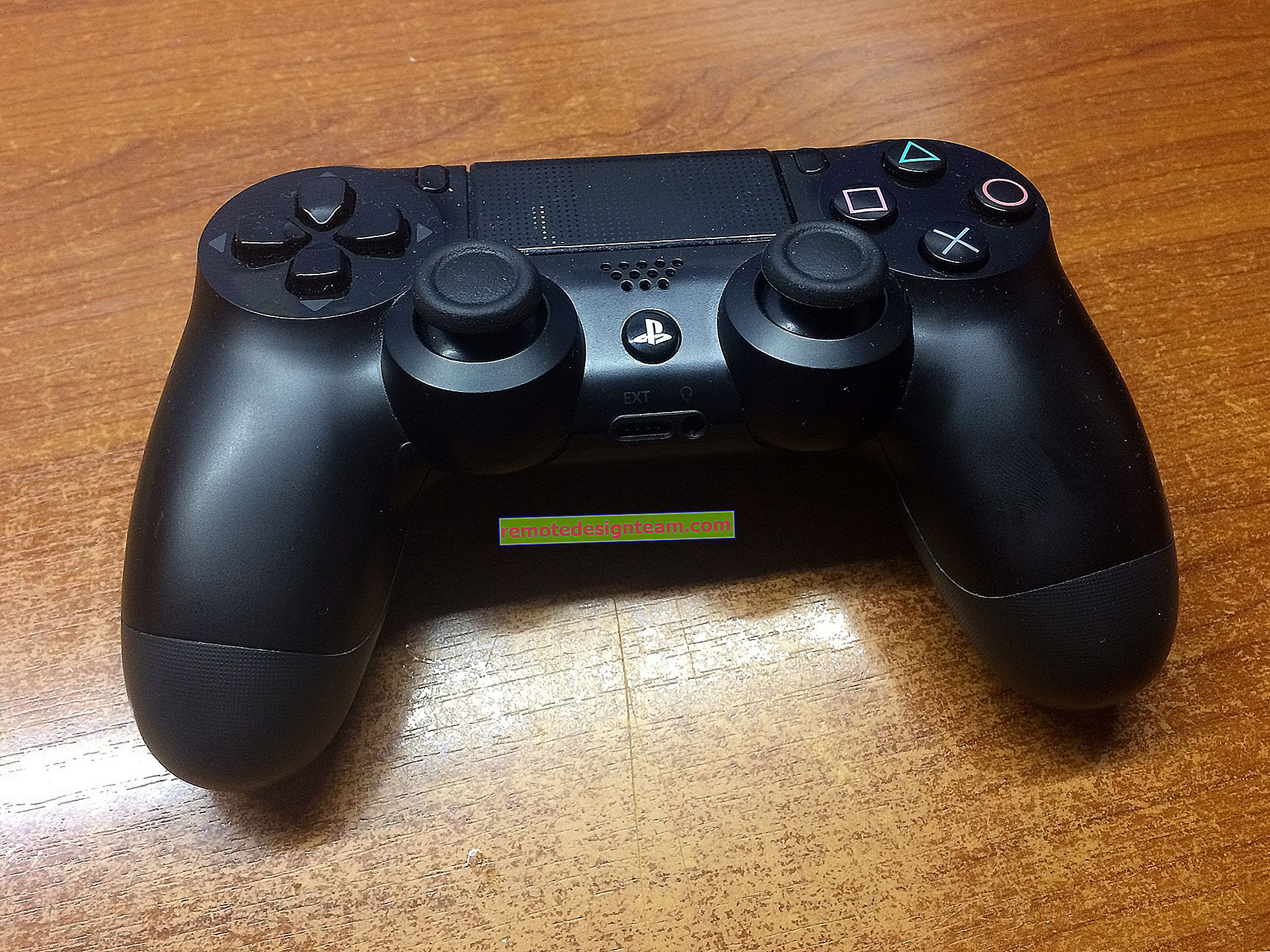 Bagaimana cara menyambungkan fon kepala ke PS4 melalui Bluetooth, kayu bedik, USB?